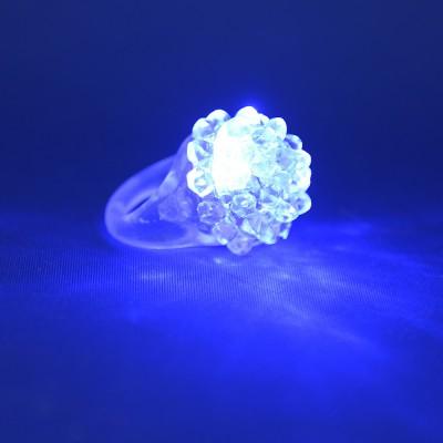 Bague blanche lumineuse